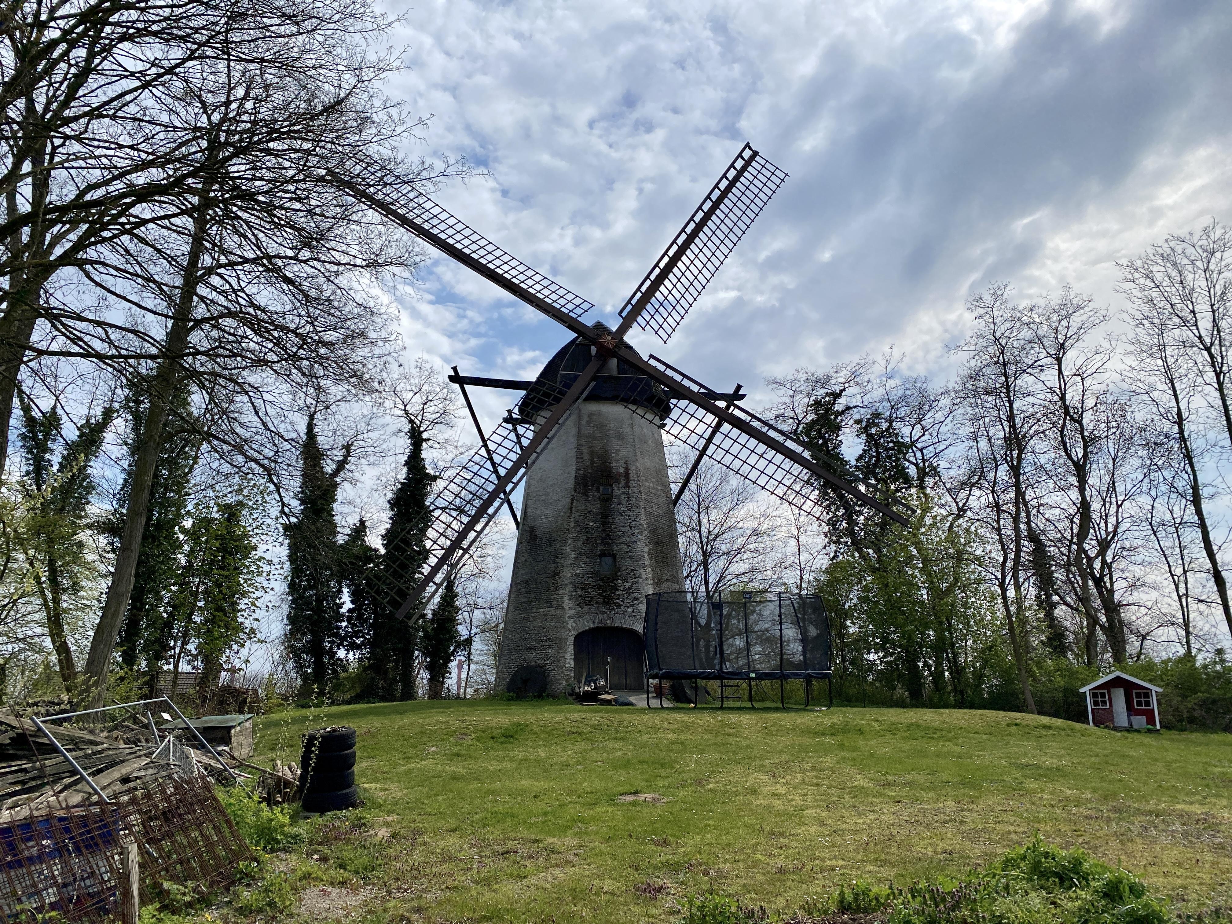 Windmühle, Hüttenwerk und Grubenlampe